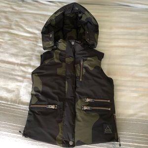 NWOT SOS Black Snow Camo Down Vest